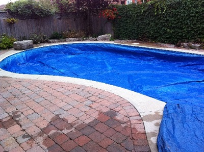 Lock in pool cover