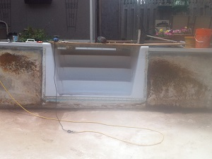 vinyl pool walls with rust