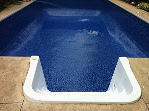 How to inspect a vinyl liner pool